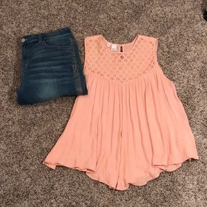 Tops - Flowy light pink tank top.